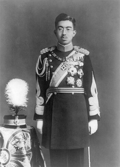 hirohito en grand uniforme