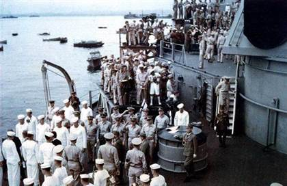 japanese-delegation-leaving-uss-missouri-k15394